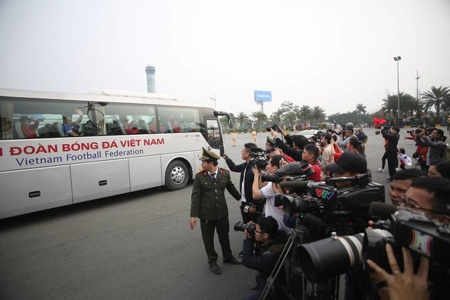 Đội tuyển Việt Nam được vinh danh ở sân bay Nội Bài - 25