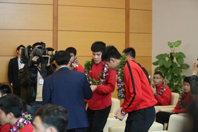 Đội tuyển Việt Nam được vinh danh ở sân bay Nội Bài - 18