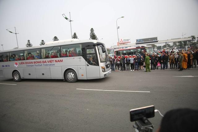 Đội tuyển Việt Nam được vinh danh ở sân bay Nội Bài - 23