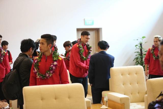 Đội tuyển Việt Nam được vinh danh ở sân bay Nội Bài - 17