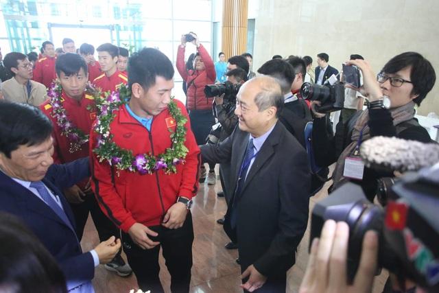 Đội tuyển Việt Nam được vinh danh ở sân bay Nội Bài - 14