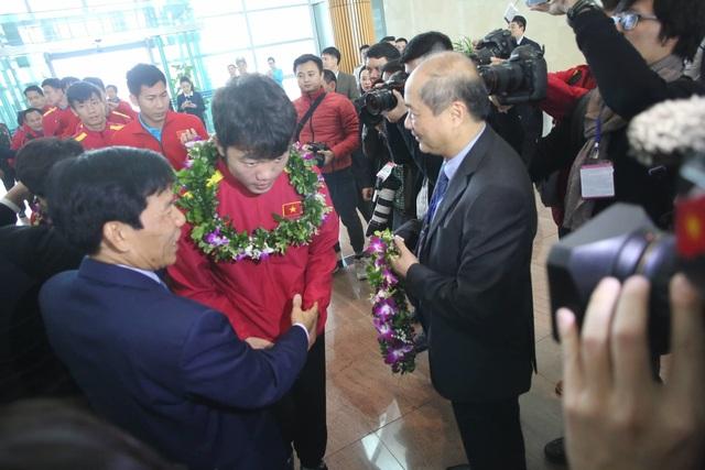 Đội tuyển Việt Nam được vinh danh ở sân bay Nội Bài - 22