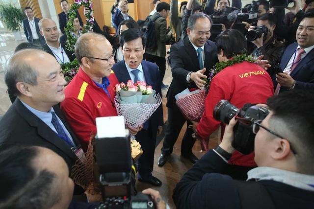 Đội tuyển Việt Nam được vinh danh ở sân bay Nội Bài - 10