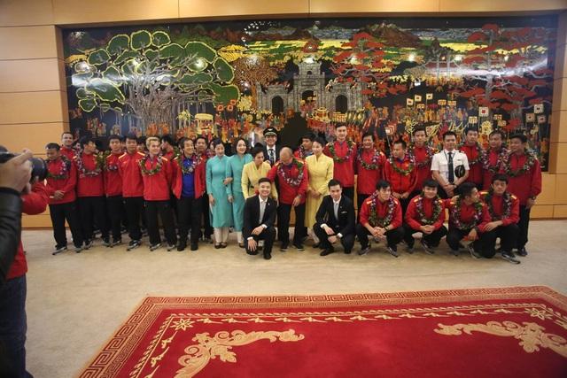 Đội tuyển Việt Nam được vinh danh ở sân bay Nội Bài - 15
