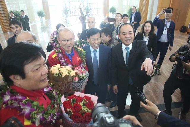Đội tuyển Việt Nam được vinh danh ở sân bay Nội Bài - 16