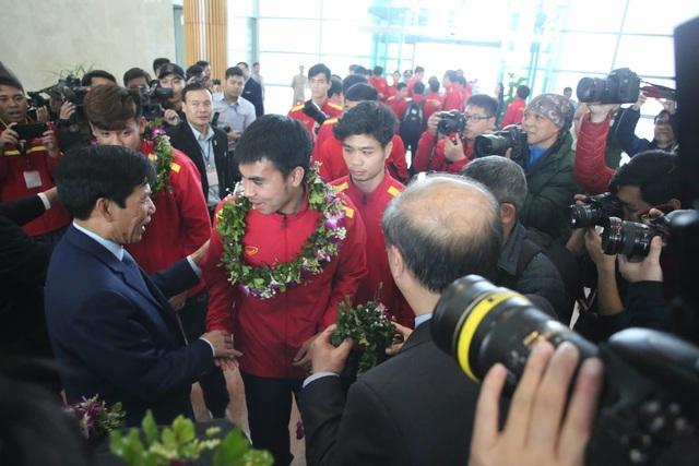 Đội tuyển Việt Nam được vinh danh ở sân bay Nội Bài - 11