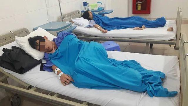 Đà Nẵng: 27 người nhập viện sau ăn bánh mì - 1
