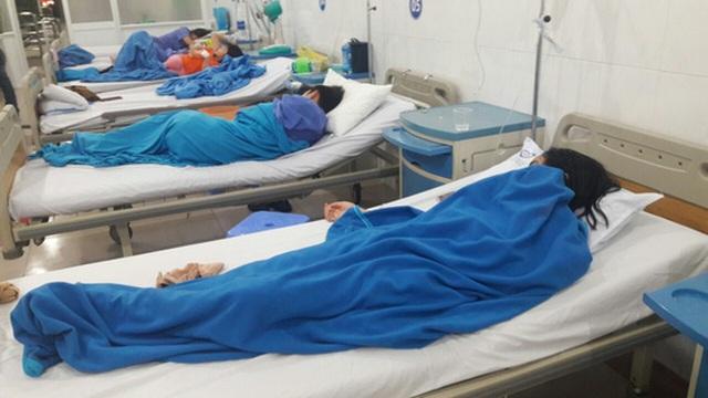 Tạm đình chỉ cơ sở bánh mì sau khi 27 người nhập viện - 1