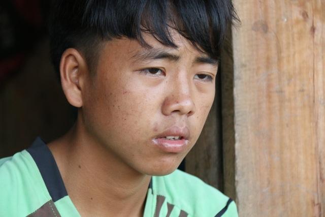 Bố lên cơn động kinh đánh chết mẹ, cậu bé người Mông mịt mù đường đến trường - 2