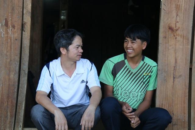 Bố lên cơn động kinh đánh chết mẹ, cậu bé người Mông mịt mù đường đến trường - 8