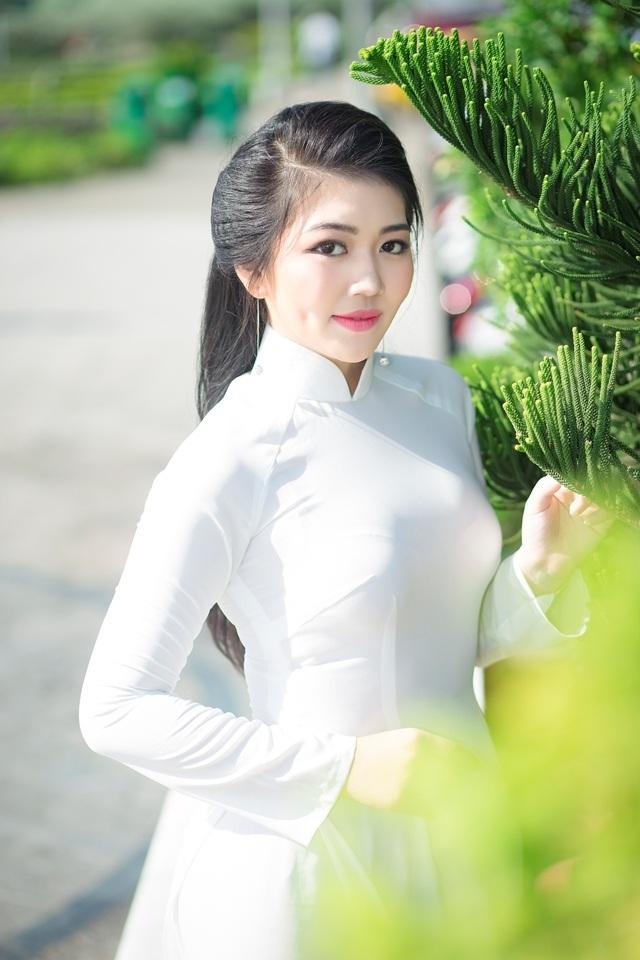 Nữ sinh má lúm duyên dáng với áo dài trắng tinh khôi - 3