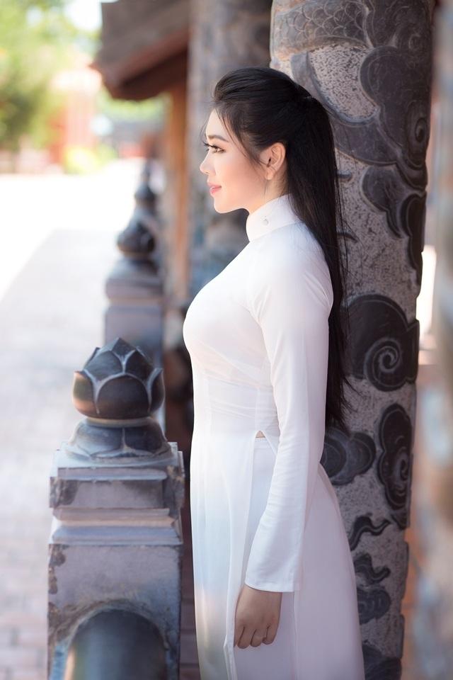 Nữ sinh má lúm duyên dáng với áo dài trắng tinh khôi - 5