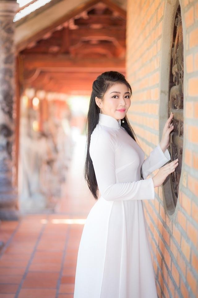 Nữ sinh má lúm duyên dáng với áo dài trắng tinh khôi - 7