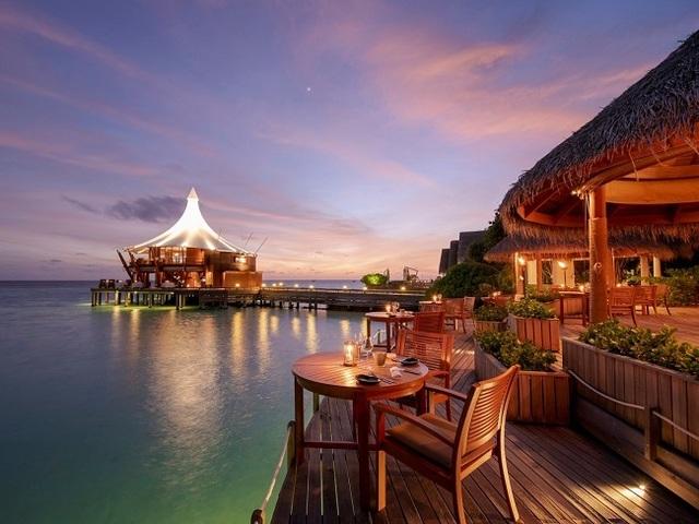 Khu nghỉ dưỡng giữa biển giá 57 triệu/đêm có gì hay mà giới siêu giàu đổ xô tới? - 2