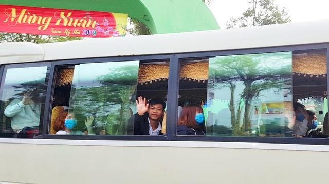 Sinh viên Nông lâm được tặng trứng gà kèm chuyến xe về quê đón Tết - 12