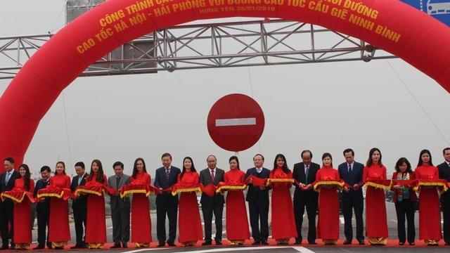 Thủ tướng phát lệnh thông xe cầu Hưng Hà và tuyến đường bộ trọng điểm Bắc Bộ - 2