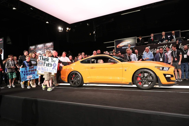 8fbb5a79-2020-ford-mustang-shelby-gt500-auction-1.jpg