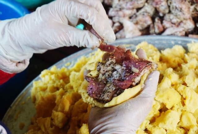 Cận Tết: Làng nghề bánh chưng tất bật, thu cả trăm triệu đồng - 5