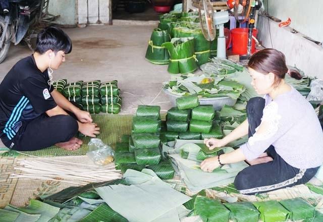 Cận Tết: Làng nghề bánh chưng tất bật, thu cả trăm triệu đồng - 8