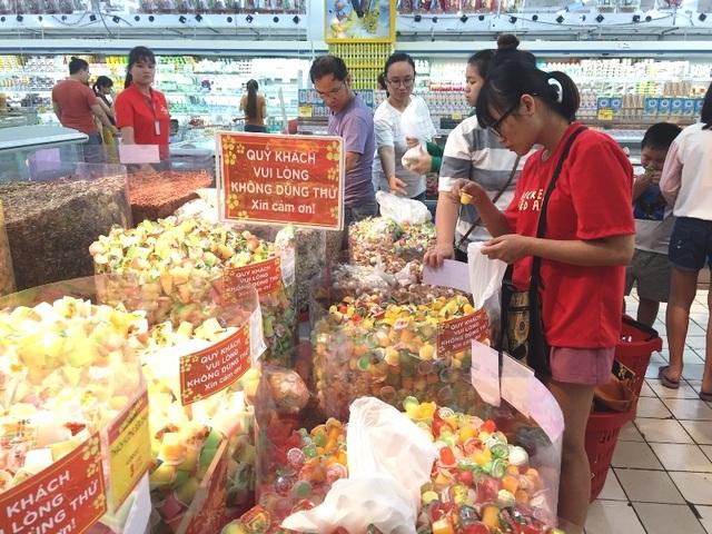 Mướt mồ hôi chen chân ở siêu thị ngày cận Tết  - 4