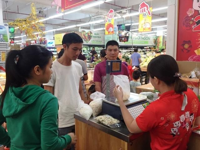 Mướt mồ hôi chen chân ở siêu thị ngày cận Tết  - 7