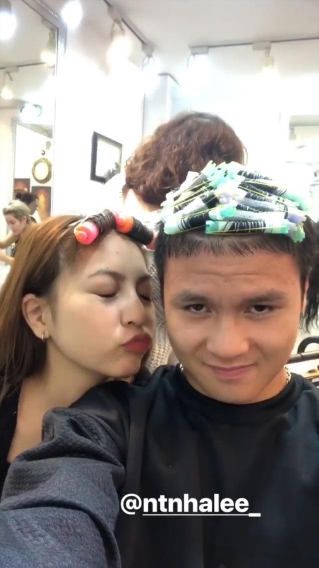 Bạn gái tuyển thủ Việt Nam - Người hạnh phúc bên bạn trai, người khoe quà được tặng hậu Asian Cup - 3