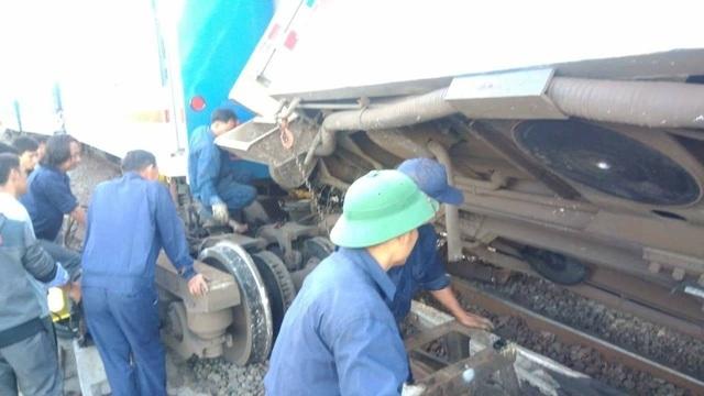 Tàu hỏa trật bánh tại Bình Thuận, hàng loạt chuyến tàu Tết bị chậm giờ