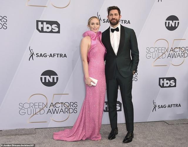 Chồng Emily Blunt rưng rưng lệ khi vợ nhận giải SAG - 11
