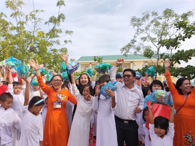 """""""Xuân ấm áp"""" về với học sinh khó khăn ở Ninh Thuận - 4"""