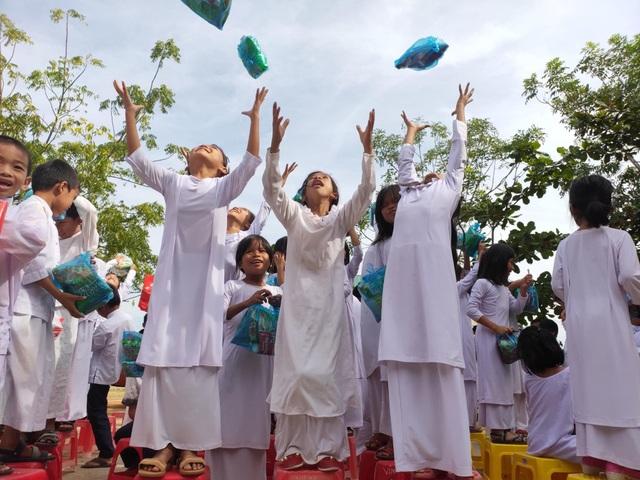 """""""Xuân ấm áp"""" về với học sinh khó khăn ở Ninh Thuận - 3"""