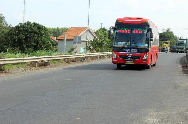Quốc lộ chi chít ổ gà: Vá xong đường trước Tết - 2