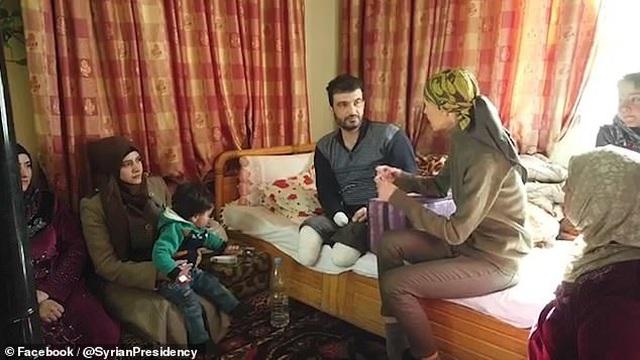 Đệ nhất Phu nhân Syria đối diện với bệnh ung thư vú bằng tinh thần lạc quan  - 2