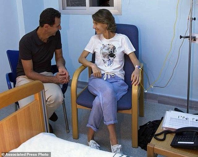 Đệ nhất Phu nhân Syria đối diện với bệnh ung thư vú bằng tinh thần lạc quan  - 4