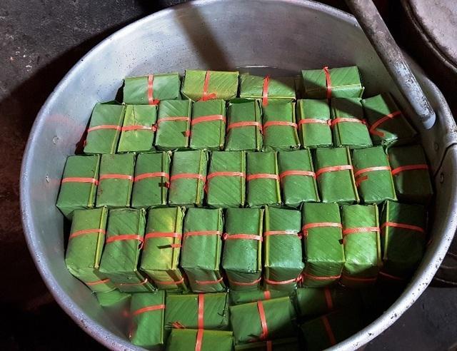 Làng bánh chưng trăm tuổi xuất hàng vạn bánh chưng dịp Tết - 4