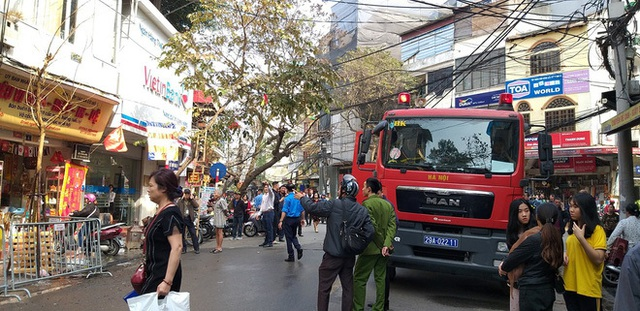 Hà Nội: Cháy ngôi nhà 4 tầng trên phố cổ, nghi do đốt vàng mã - 3