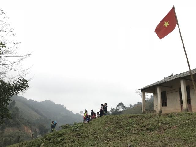 Xúc động quà Tết của SV trường ĐH Mỏ - Địa chất tặng gần 800 HS nghèo vùng cao - 1