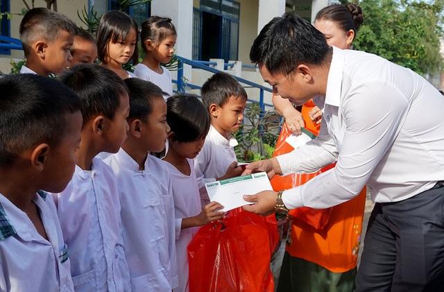 """""""Xuân ấm áp"""" về với học sinh khó khăn ở Ninh Thuận - 2"""
