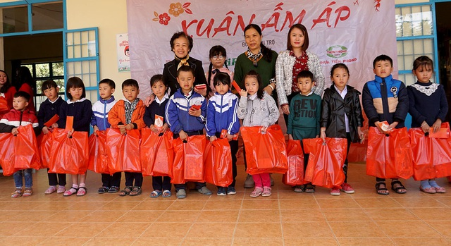 """""""Xuân ấm áp"""" đến với học sinh và giáo viên khó khăn ở Lâm Đồng - 7"""