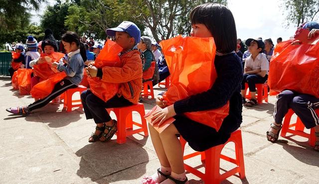 """""""Xuân ấm áp"""" đến với học sinh và giáo viên khó khăn ở Lâm Đồng - 6"""