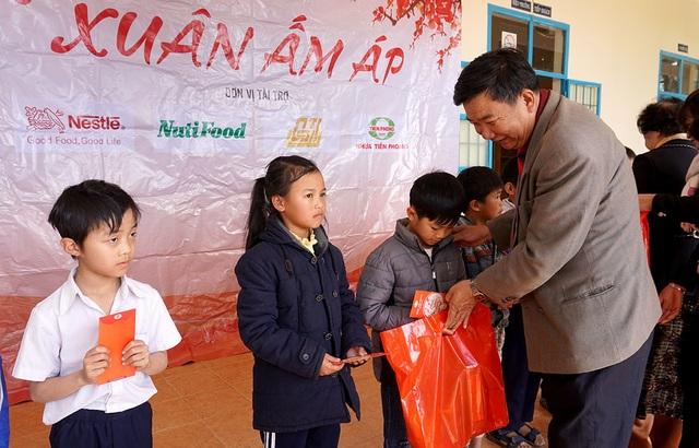 """""""Xuân ấm áp"""" đến với học sinh và giáo viên khó khăn ở Lâm Đồng - 5"""