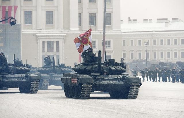 Xe tăng Nga diễu binh rầm rộ kỷ niệm 75 năm chiến thắng Leningrad - 13