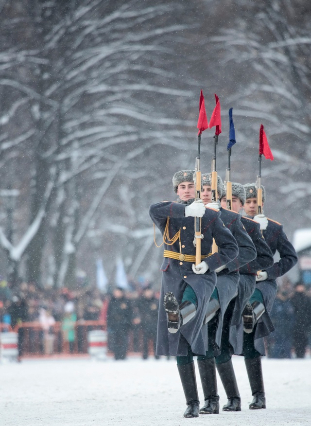 Xe tăng Nga diễu binh rầm rộ kỷ niệm 75 năm chiến thắng Leningrad - 15