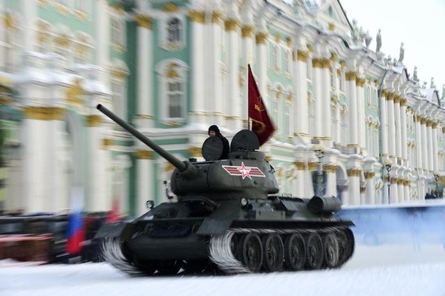 Xe tăng Nga diễu binh rầm rộ kỷ niệm 75 năm chiến thắng Leningrad - 14