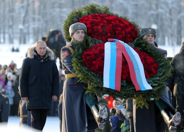 Xe tăng Nga diễu binh rầm rộ kỷ niệm 75 năm chiến thắng Leningrad - 3