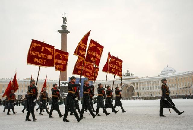 Xe tăng Nga diễu binh rầm rộ kỷ niệm 75 năm chiến thắng Leningrad - 9
