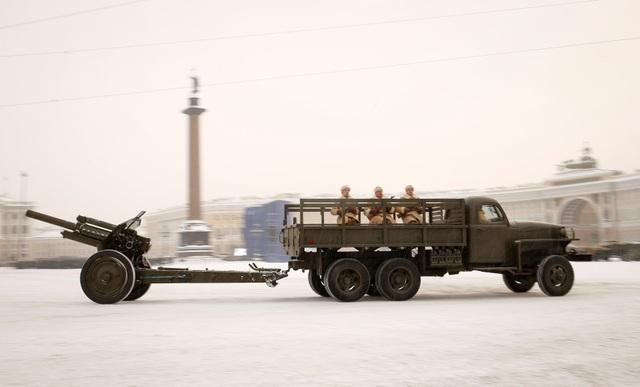 Xe tăng Nga diễu binh rầm rộ kỷ niệm 75 năm chiến thắng Leningrad - 12