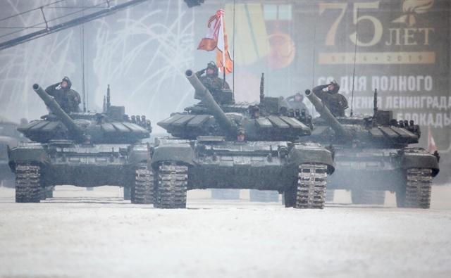 Xe tăng Nga diễu binh rầm rộ kỷ niệm 75 năm chiến thắng Leningrad - 10