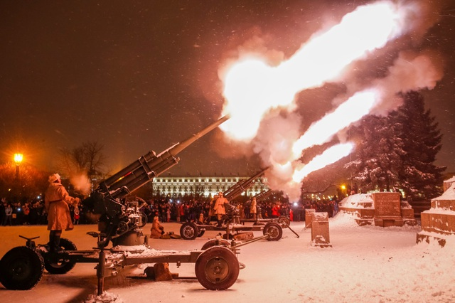 Xe tăng Nga diễu binh rầm rộ kỷ niệm 75 năm chiến thắng Leningrad - 4