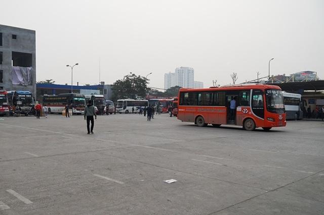 Hà Nội: Nhà xe kêu trời vì cận Tết vẫn vắng khách - 1