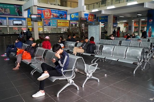 Hà Nội: Nhà xe kêu trời vì cận Tết vẫn vắng khách - 5